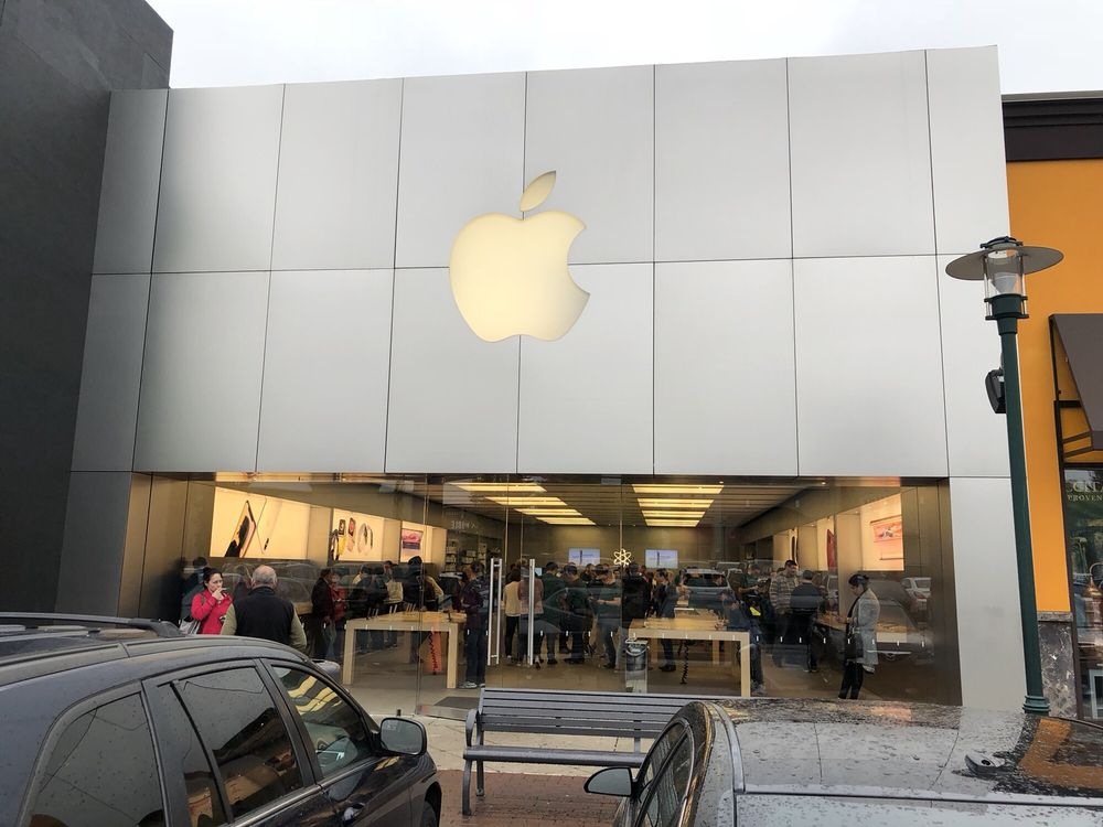 Apple Store: 250 Lehigh Valley Mall, Whitehall, PA
