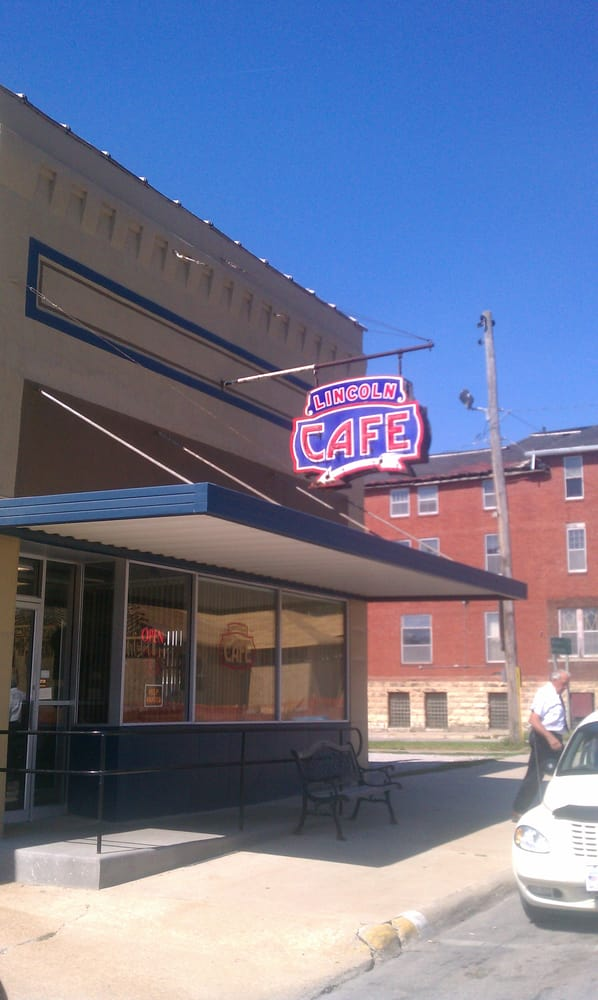 Lincoln Cafe: 1214 8th Ave, Belle Plaine, IA