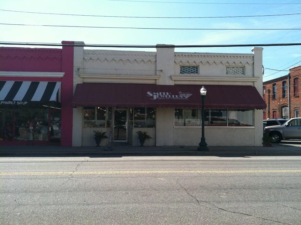 Smith Jewelers: 105 E 2nd Ave, Franklin, VA