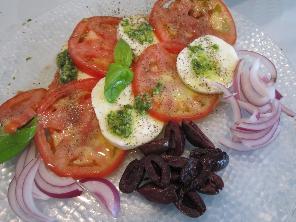 Nice fresh and perfectly seasoned caprese salad loved it for Alvarado fish and steak house