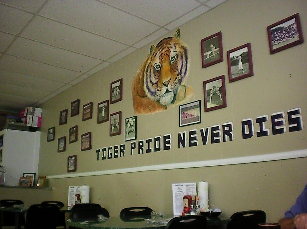 Tigers Inn: 132 Commerce Ave, Valley Head, AL