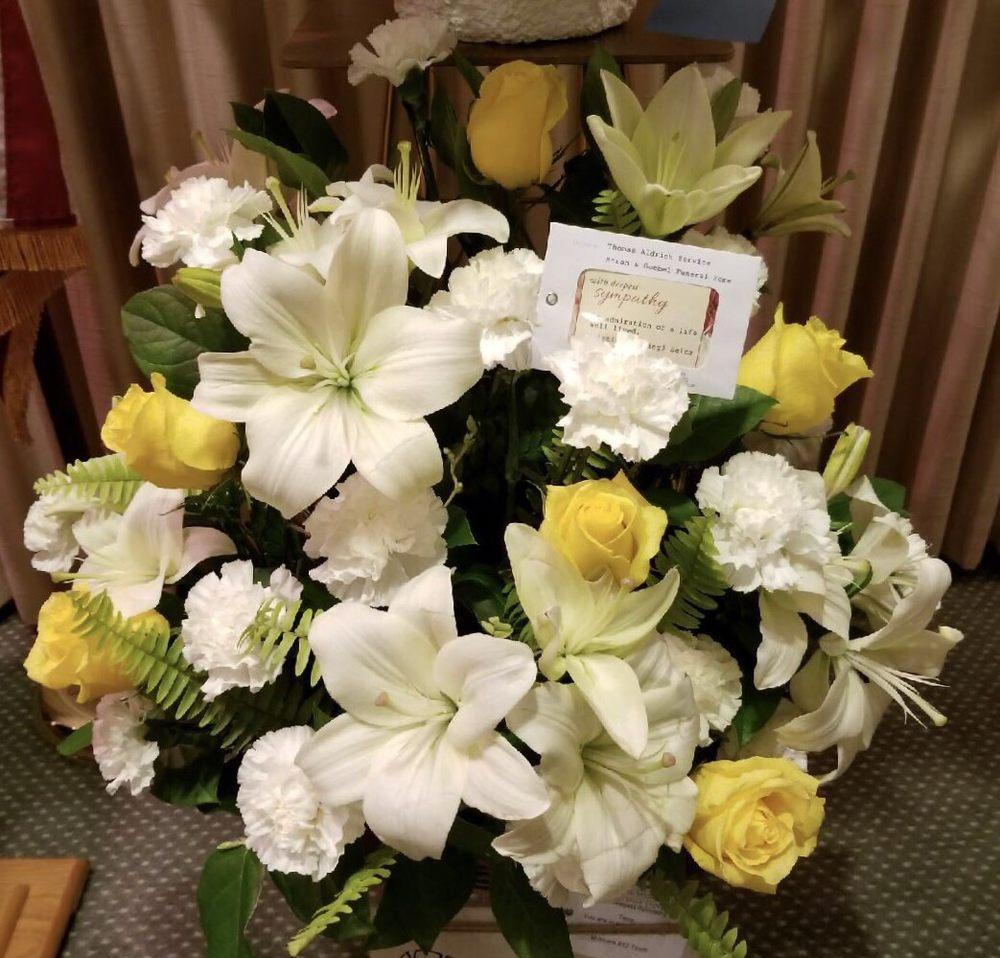 Svendsen Florist: 2702 N Martin Luther King Jr Dr, Decatur, IL