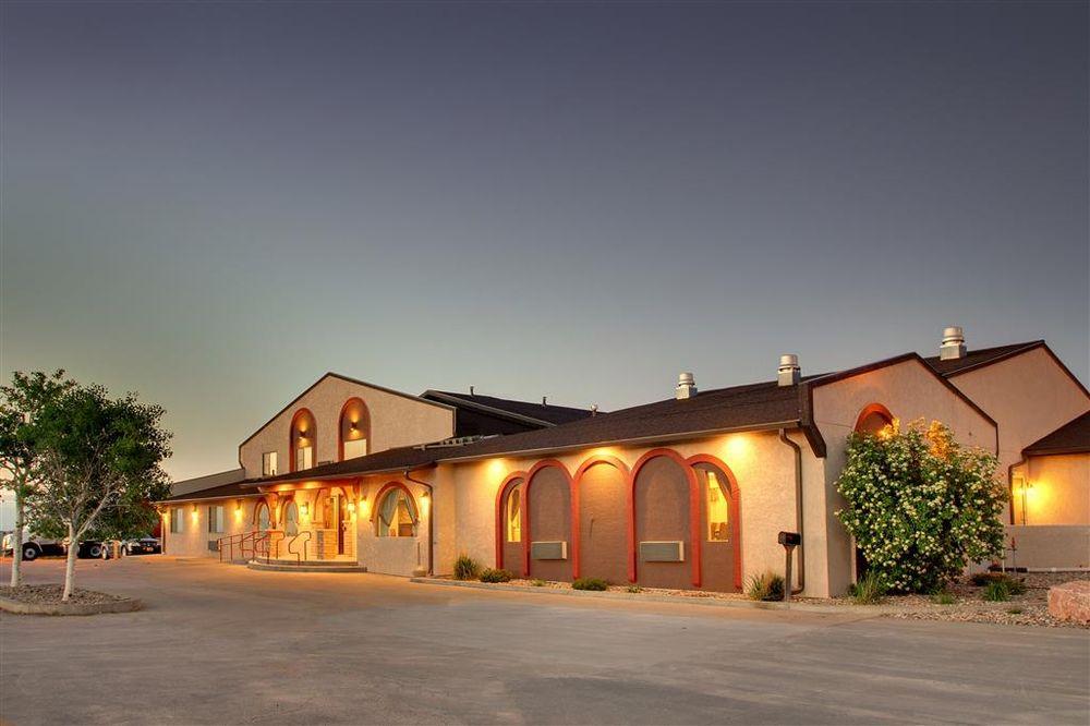 Best Western West Hills Inn: 1100 W 10th St, Chadron, NE