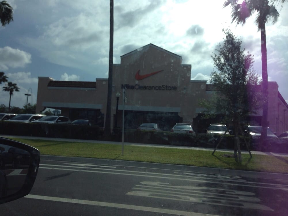 57950e8b Nike Clearance Store in Orlando Outlet Marketplace, address and location:  Orlando, Florida - 5269 International Dr, Orlando, FL - Florida 32819.