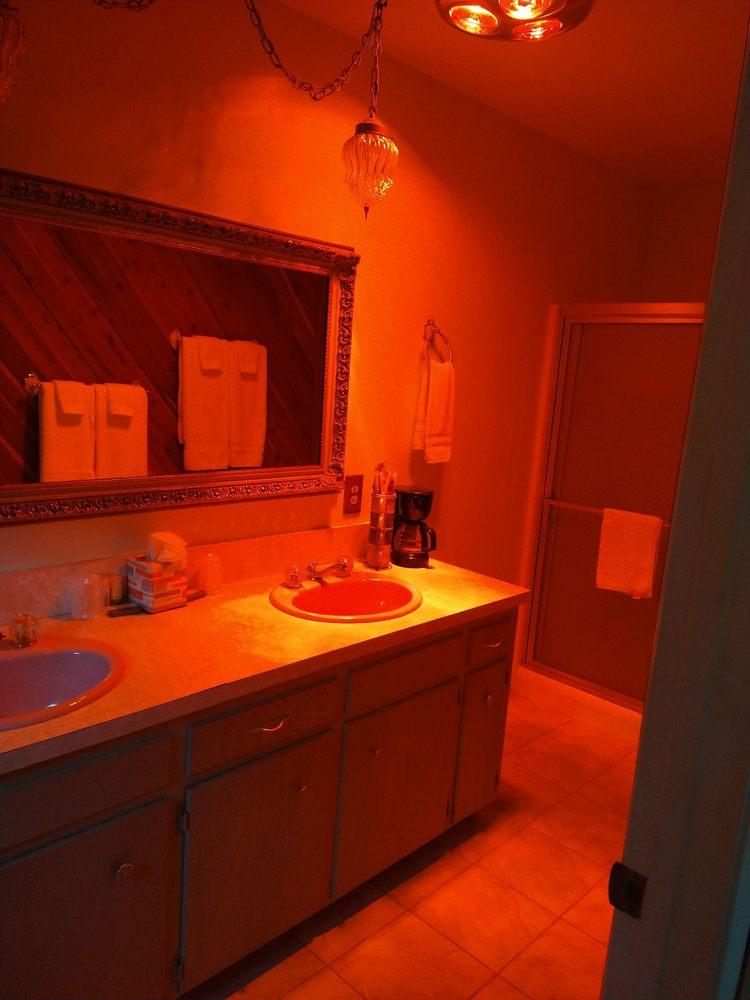 Kern Riverfront Lodge: 113 Kern River Dr, Kernville, CA