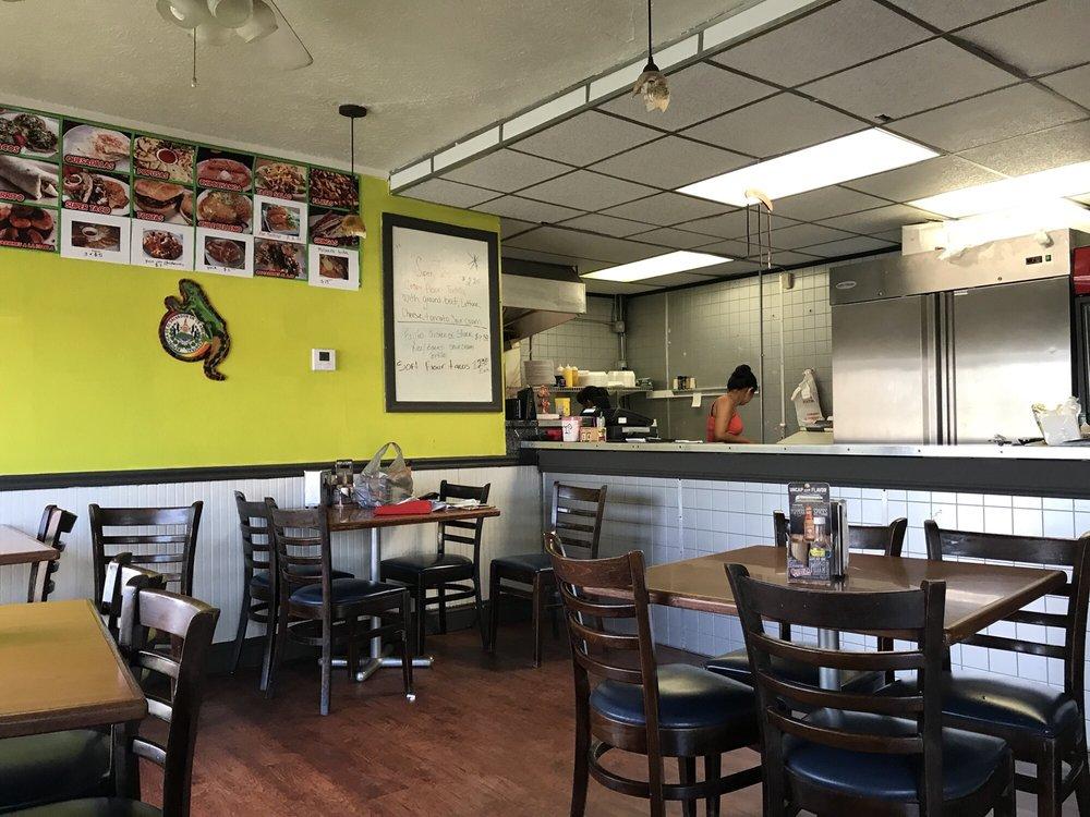 Taqueria El Compa: 886 Canton Rd, Akron, OH