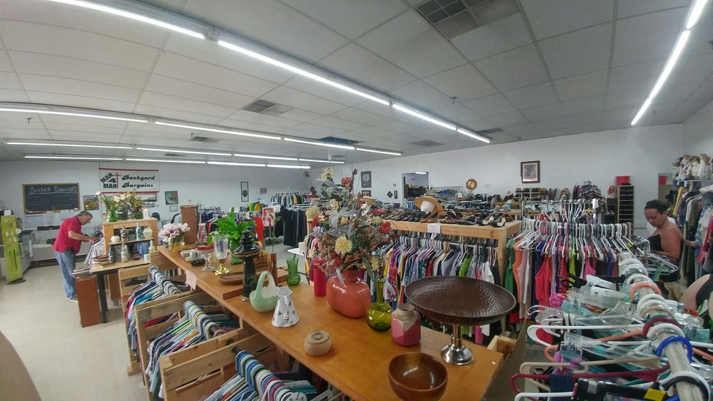 Backyard Bargains: 912 E 53rd St, Anderson, IN