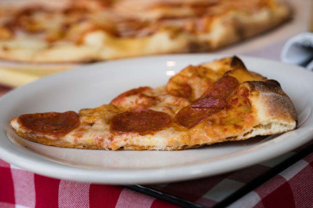 Waypoint Pizza: 15 Main St, Tiburon, CA