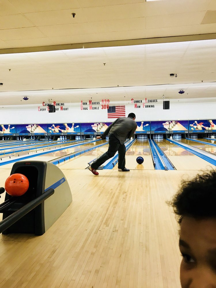 Village Lanes Bowling Center: 49 Catoctin Cir SE, Leesburg, VA