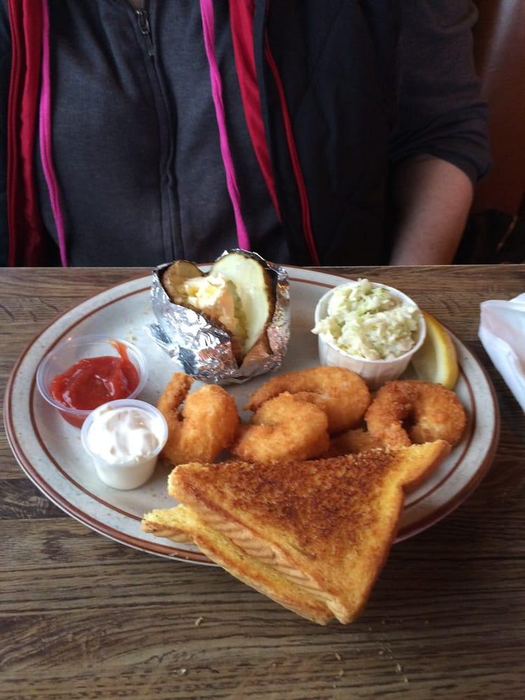 Troller Restaurant & Lounge: 307 Mooring Basin Rd, Garibaldi, OR