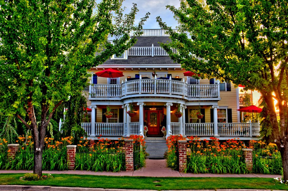 Big Yellow Inn: 234 S 300th W, Cedar City, UT
