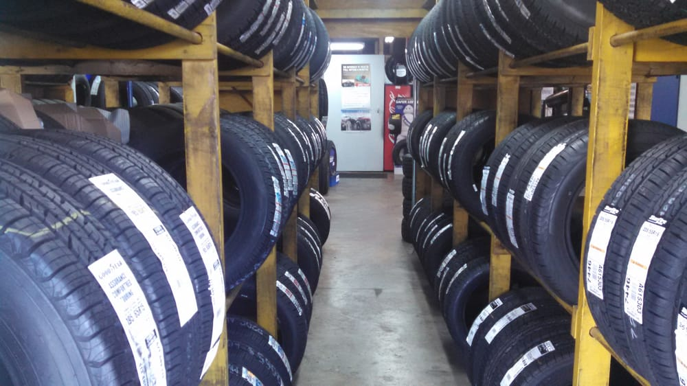 City Tire Service: 1325 Spartanburg Hwy, Hendersonville, NC