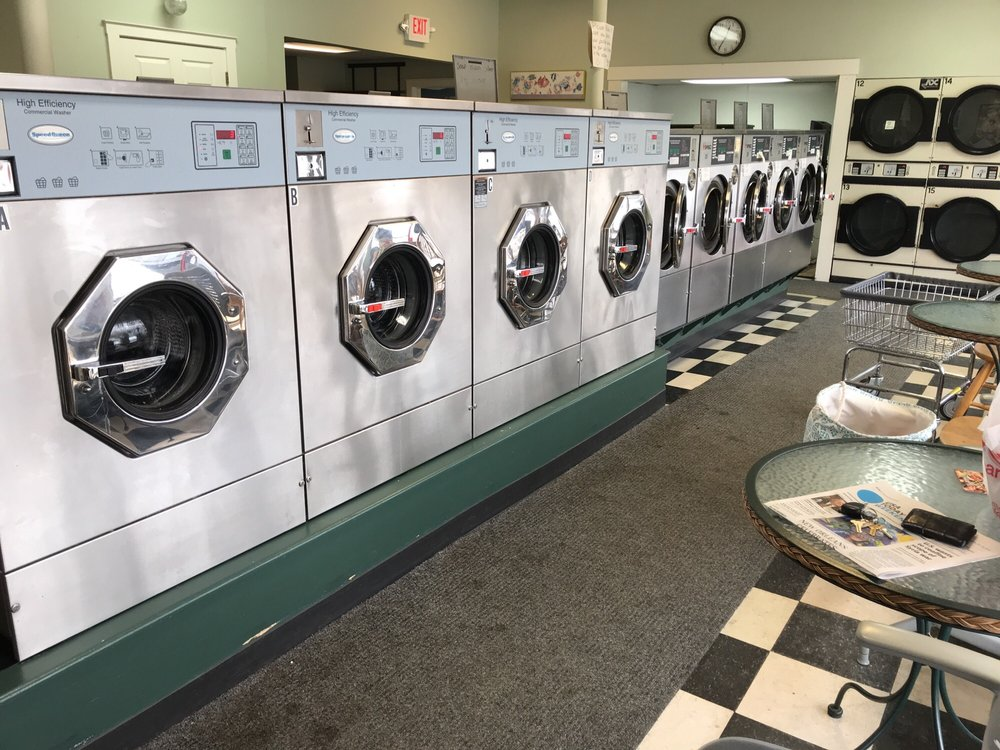 Bea's Wash-N-Dry: 478 S Main St, Manchester, NH