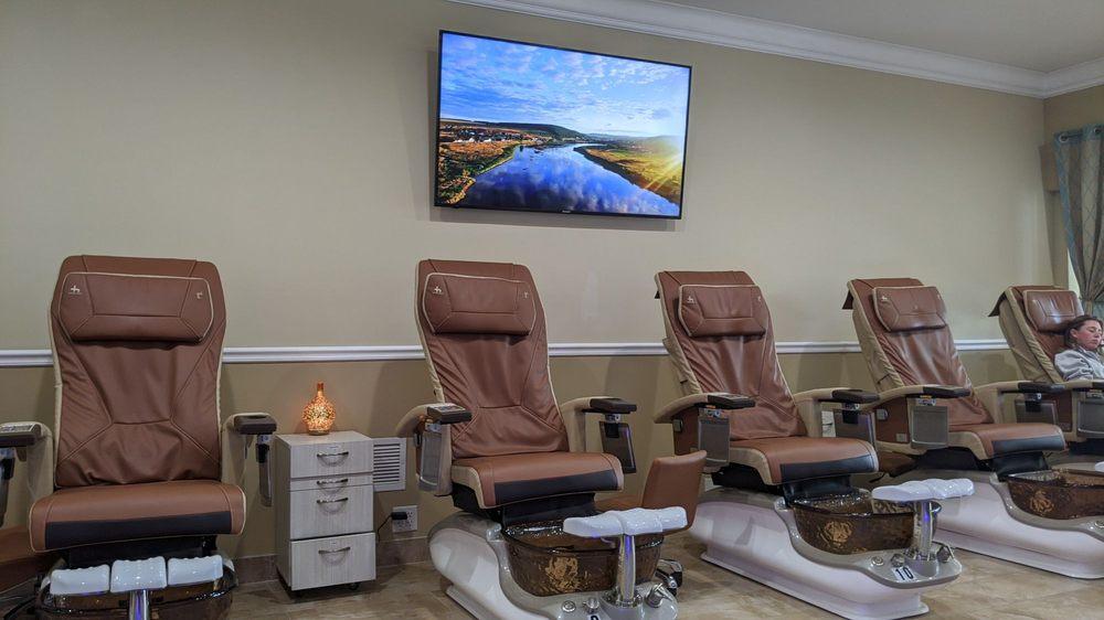 Lavish Nails & Spa: 1486 N Mills Ave, Orlando, FL