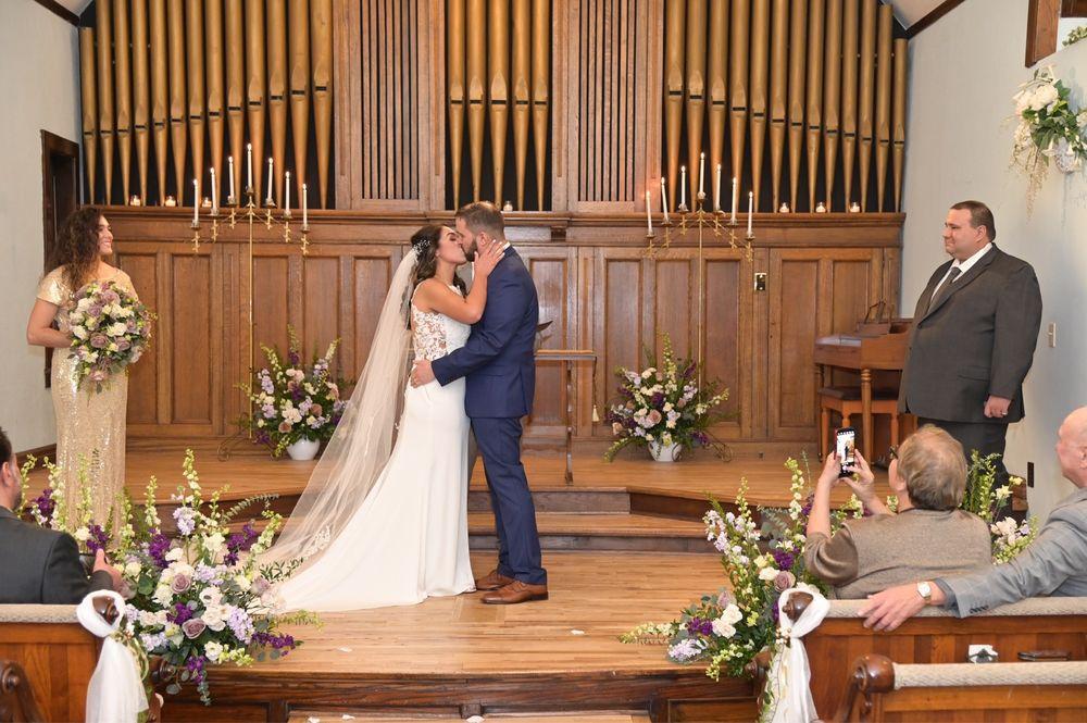 Bridge Street Wedding Chapel: 200 N Bridge St, Grand Ledge, MI