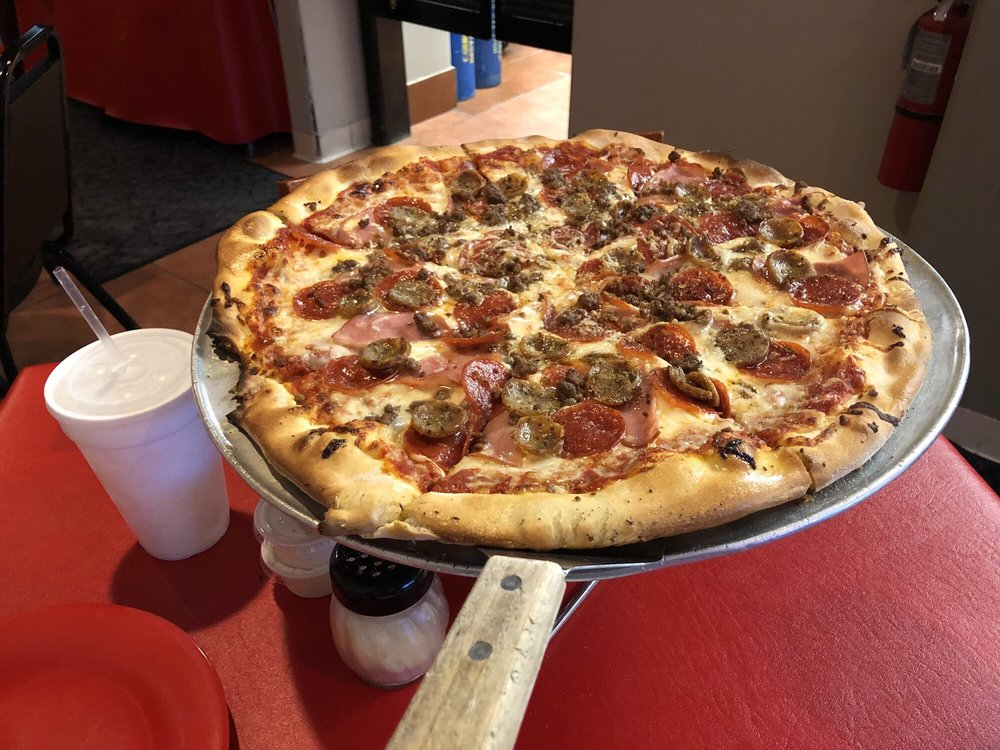 Luigi's Pizzeria: 4505 Bissonnet St, Bellaire, TX