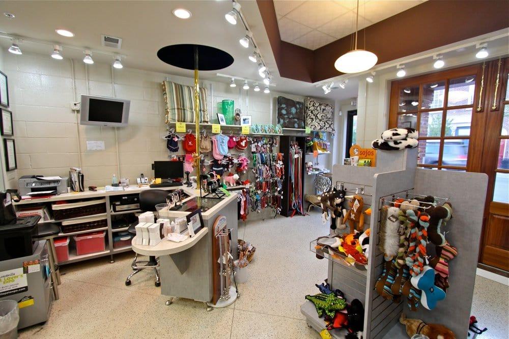 The Pet Station Salon & Boutique: 4800 Murphy Ln, Louisville, KY
