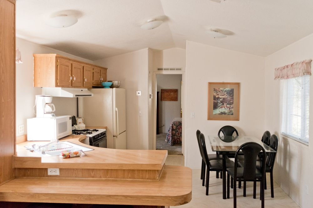 Cave Springs Resort Motel, Cabins & Vacation Rentals: 4727 Dunsmuir Ave, Dunsmuir, CA