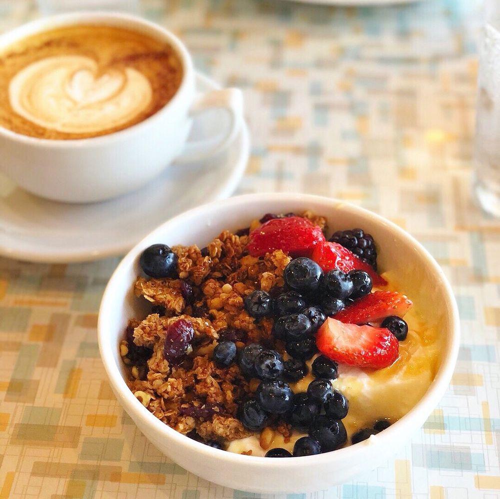 Aurora Breakfast Bar & Backyard