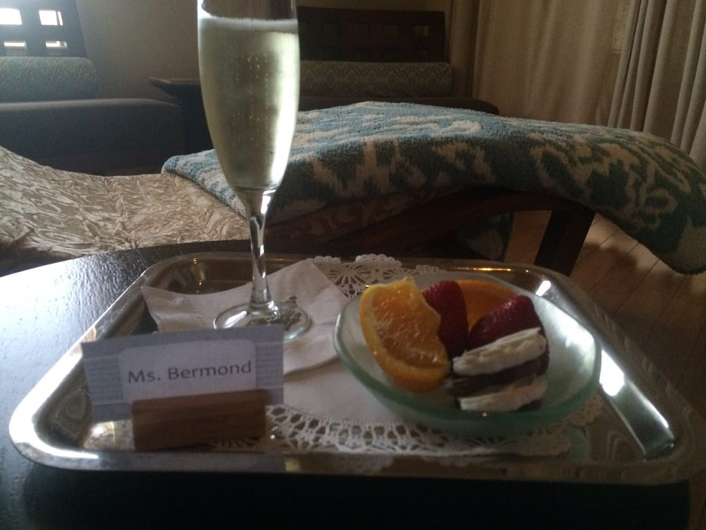 Prosecco and fruits in the relaxation room yelp for Abaka salon coral gables