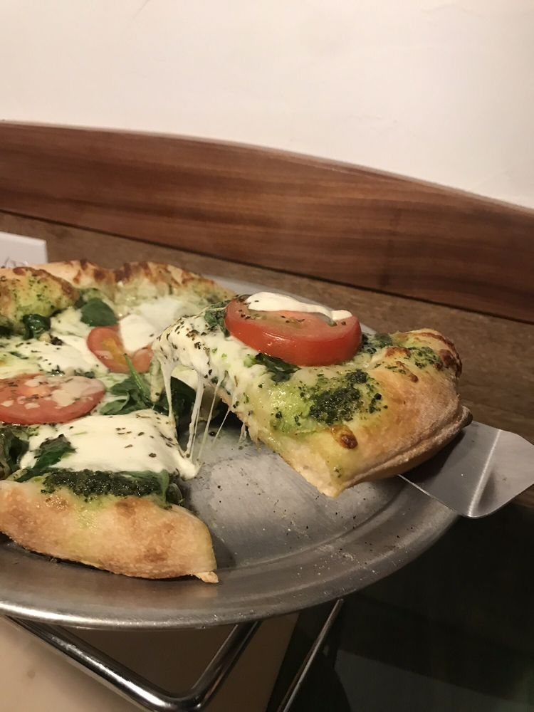 Pizza Béne: 34 Central Sq, Bristol, NH