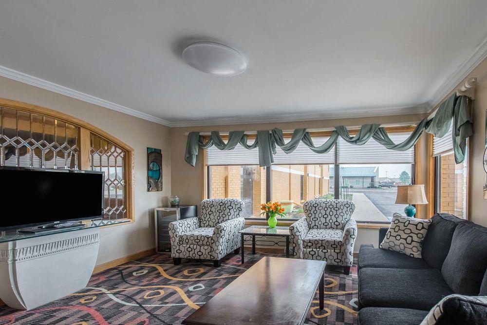 Quality Inn & Suites: 3400 N Everbrook Lane, Muncie, IN