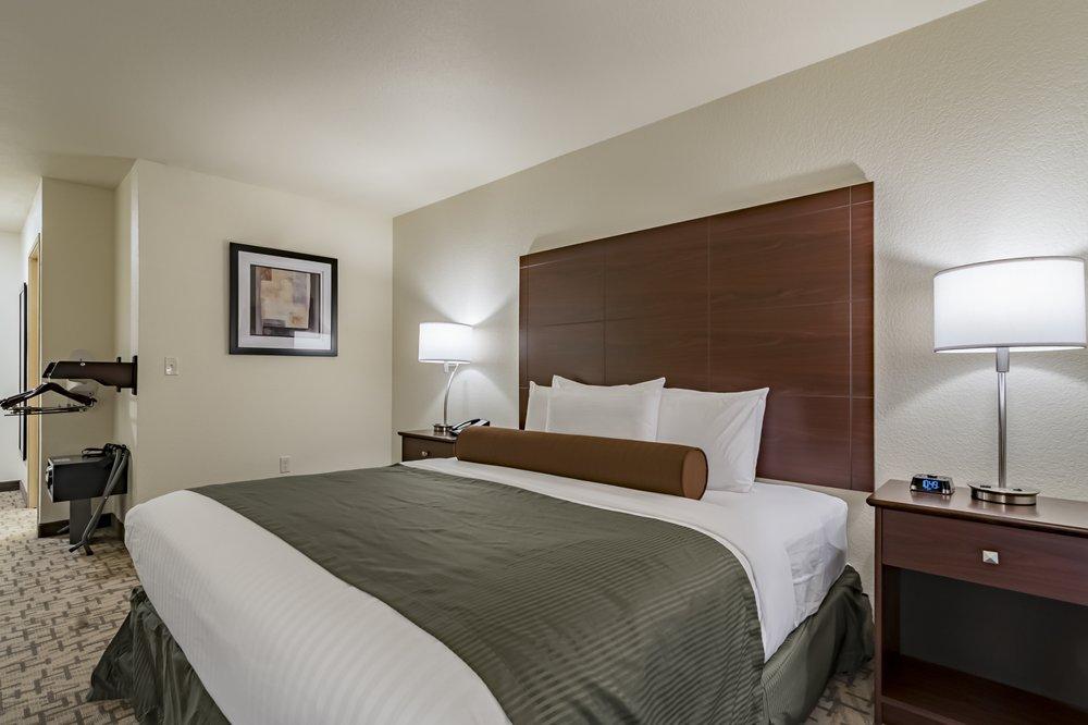 Cobblestone Inn & Suites - Lamoni: 226 South Spruce Dr, Lamoni, IA