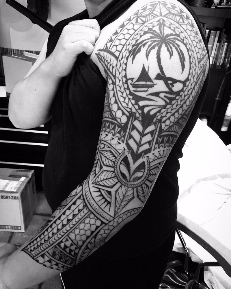 Custom freehand neo polynesian tattoo with the guam seal for Polynesian tattoo artist