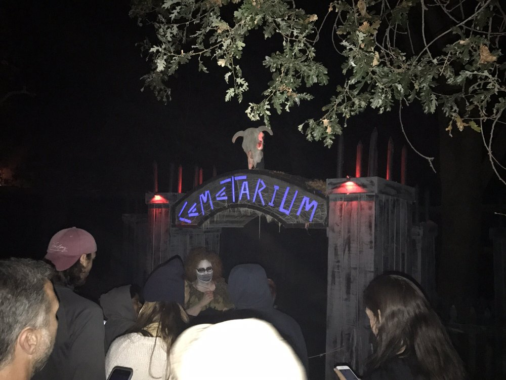 Cemetarium Haunted House