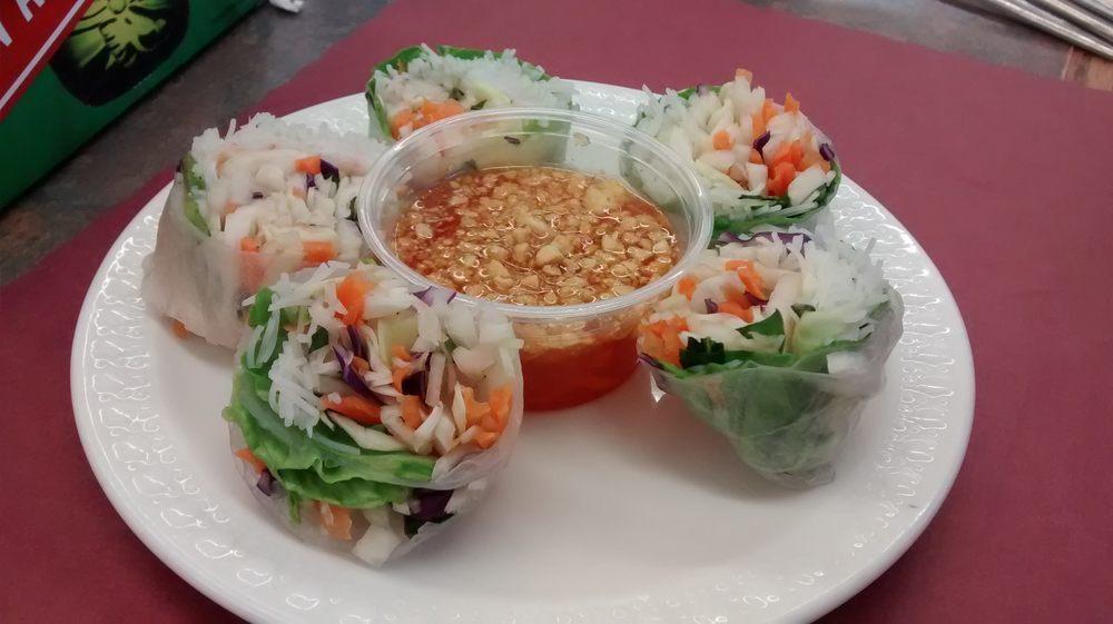 Udom's Thai Restaurant: 106 S Hwy 371, Hackensack, MN
