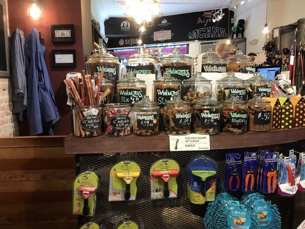 Ruff Life Pet Outfitters: 309 Howard St, Petoskey, MI