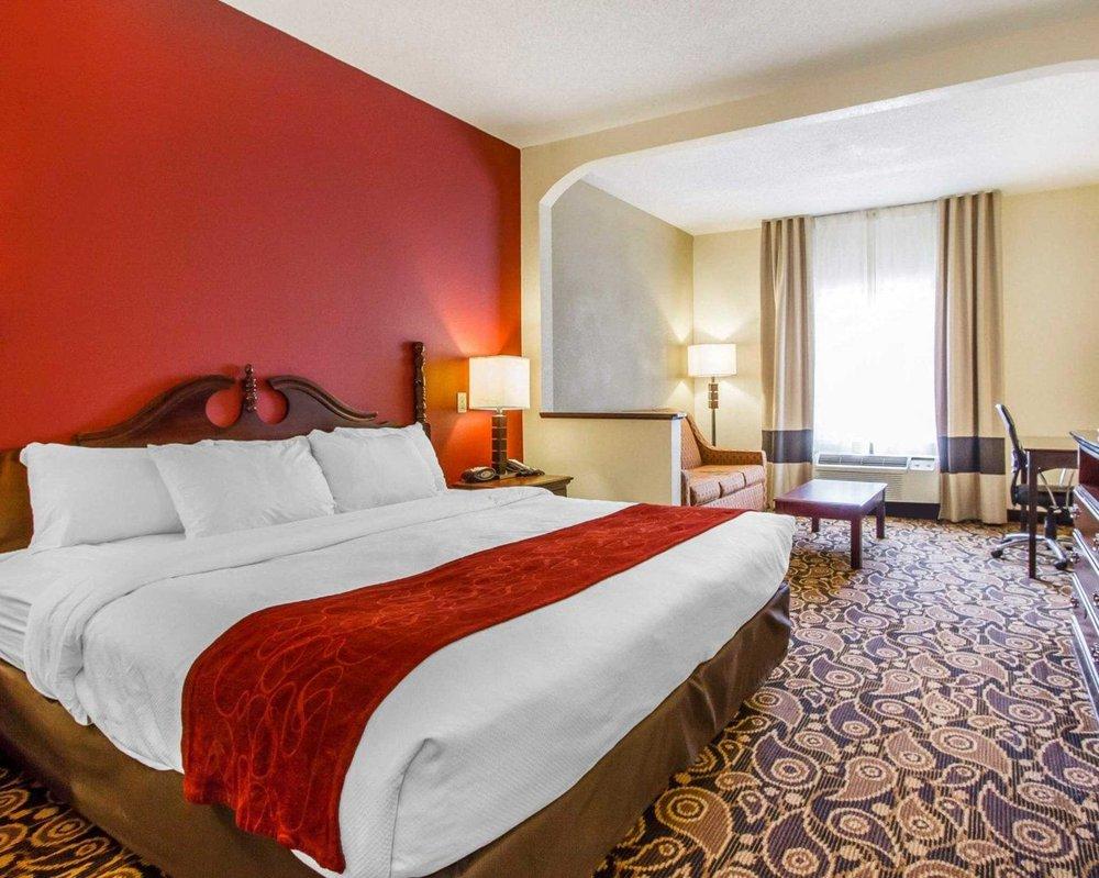 Comfort Suites Mobile East Bay: 29450 N Main St, Daphne, AL