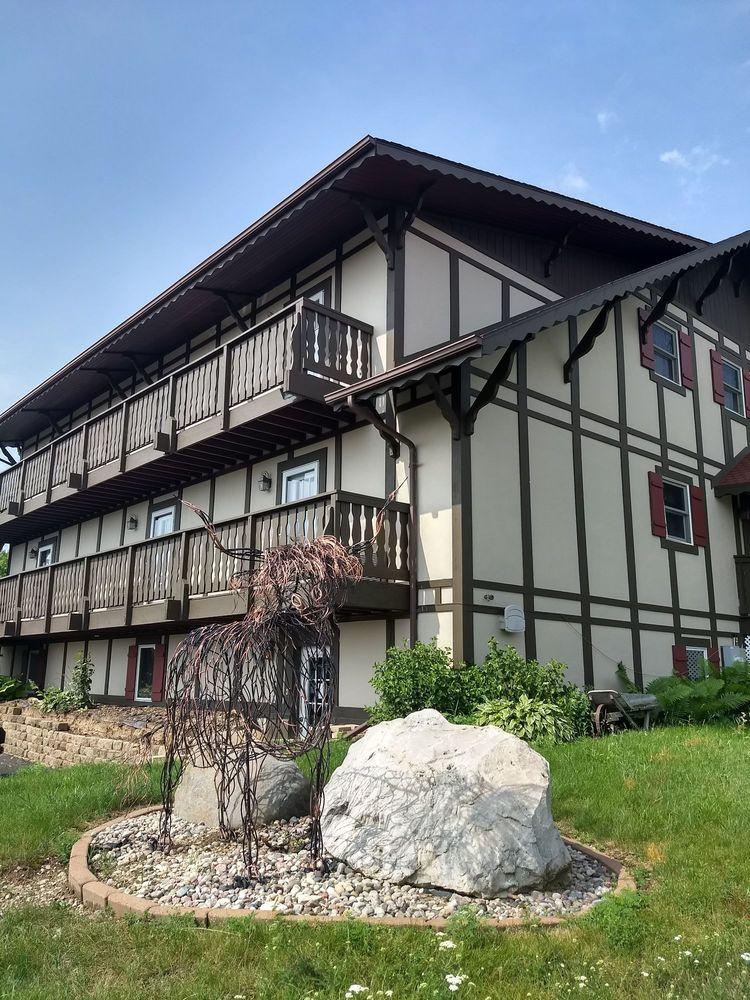 Highland lodge: 1278 Alpine Ct, Cleveland, WI