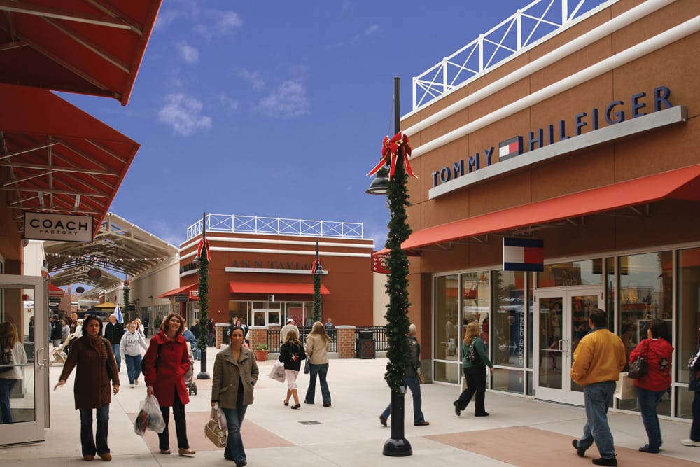 List of Philadelphia Shopping & Outlet Malls Here is an alphabetical listing of shopping and outlet malls in the Philadelphia Area – just click on the name of the mall to find the mall address, telephone number, links to the mall website, directions, and more.