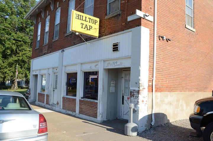 Mike's Hilltop Tap: 929 Lucas St, Muscatine, IA