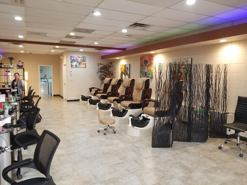 Divine Nails & Spa: 606 N Andover Rd, Andover, KS