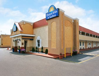 Days Inn & Suites by Wyndham Terre Haute: 101 East Margaret Ave, Terre Haute, IN