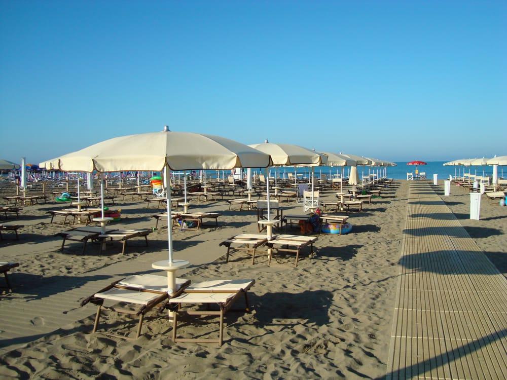 Bagno vacanze cafes via leopoldo ii di lorena marina di grosseto grosseto italy - Bagno moreno marina di grosseto ...