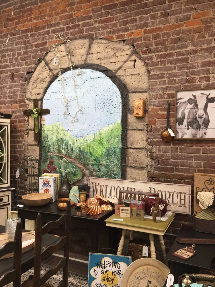 Country Chic Sisters Boutique: 301 W Main St, Carnegie, PA