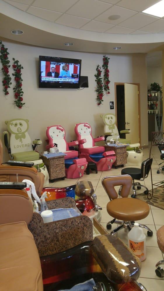 Four Seasons Hair & Nails Day Spa: 3147 N Pleasantburg Dr, Greenville, SC