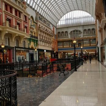 Best West Edmonton Mall Restaurants