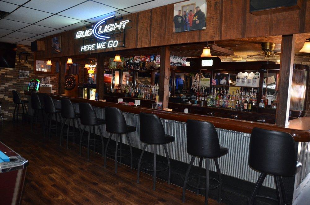 Brew N Cue: 113 E Elm St, Canton, IL