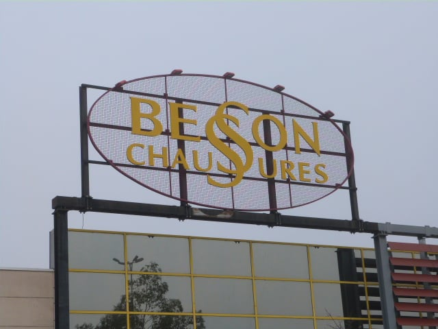 Besson chaussures shoe stores 7 all e fraixinet for Chaussures portet sur garonne