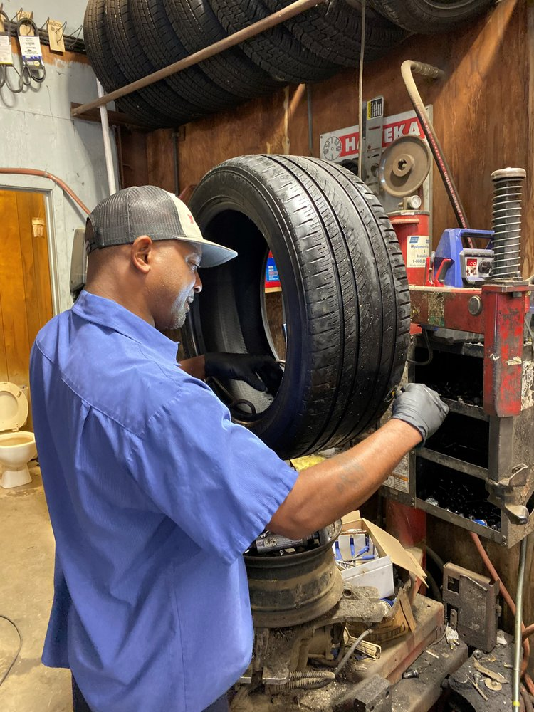 Bozeman AutoCare & Tire: 261 Caldwell Dr, Hazlehurst, MS