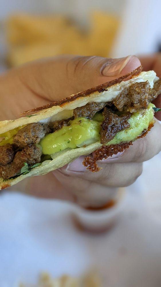 Tacos Al 100%: 15441 Anacapa Rd, Victorville, CA