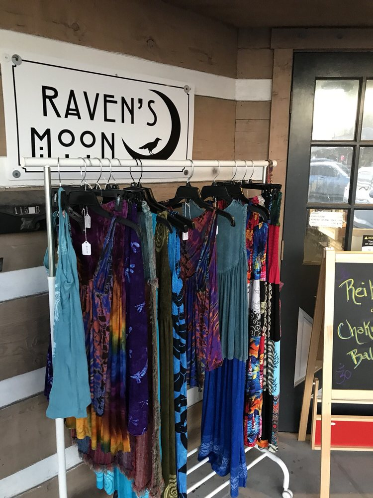 Raven's Moon: 115 E Brandon Blvd, Brandon, FL