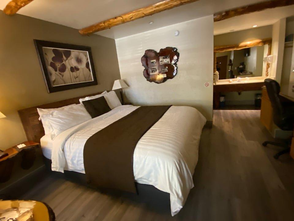 Hotel Crestline Sleepy Hollow: 2433 Lake Dr, Crestline, CA