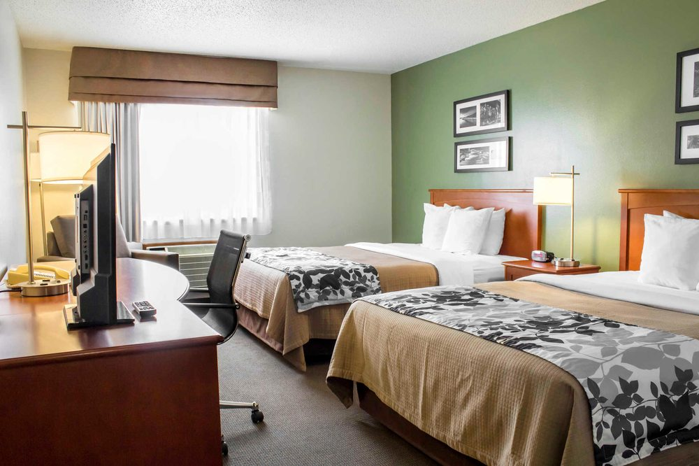 Sleep Inn & Suites: 1416 South Grand Ave, Charles City, IA