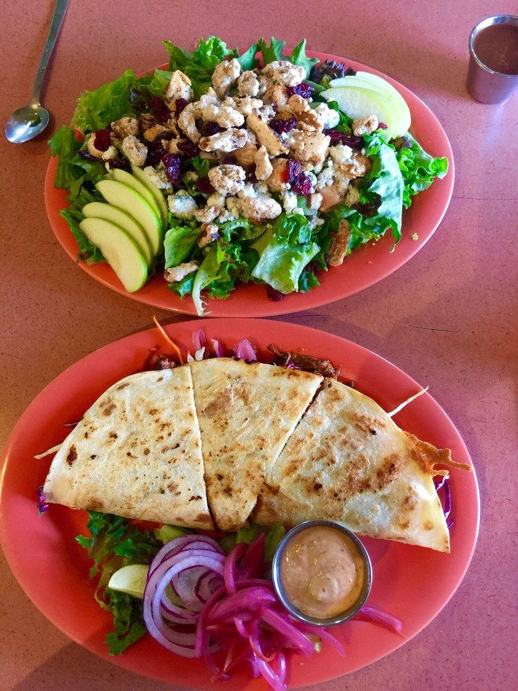 Skylark Cafe: 401 High St, Leslie, AR