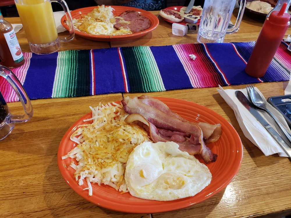 Hacienda Mendez Bar & Grill: 399 McCormick St, Wamsutter, WY